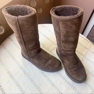 UGG Classic Tall II Boots, Dark Brown, 7 shoes